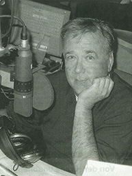 The Pauly.SuperScreen shown with radio host Frank Laufenberg